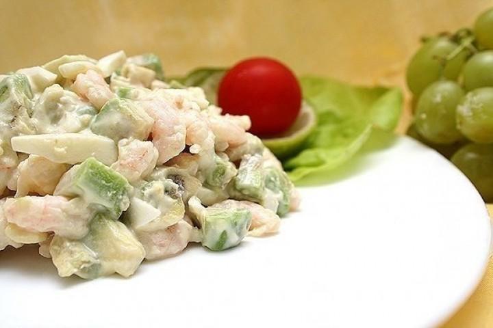 Креветочный салат с авокадо