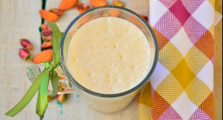 Миндальный молочный коктейль с яблоками