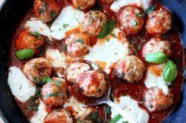 Острые фрикадельки в томате с сыром