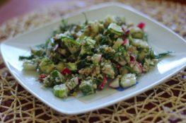 Салат с редисом, огурцом под ореховым соусом