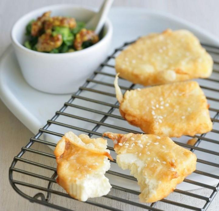 Жареный в кунжуте сыр