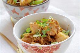Китайская рисовая лапша с красной рыбой