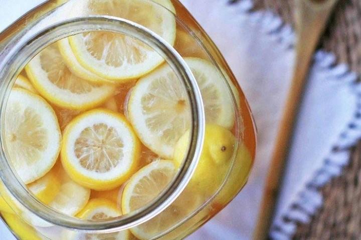 Лимонный напиток с куркумой