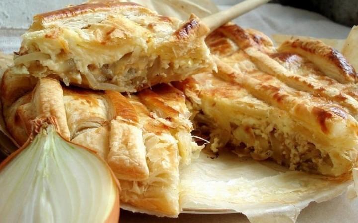 Слоёный луковый пирог
