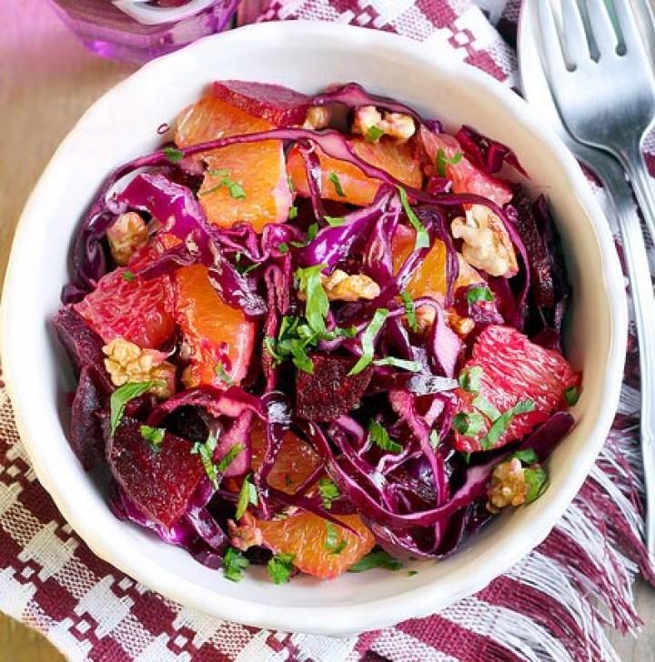Свекольный салат с краснокочанной капустой и цитрусами