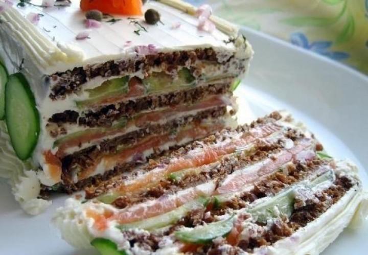 Торт бутербродный с лососем и сливочным сыром
