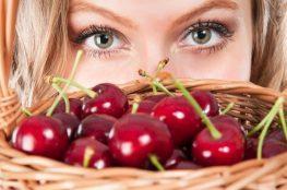 Кушайте ягоды, чтобы сохранить здоровье и красоту!
