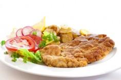 Венский шницель с теплым картофельным салатом