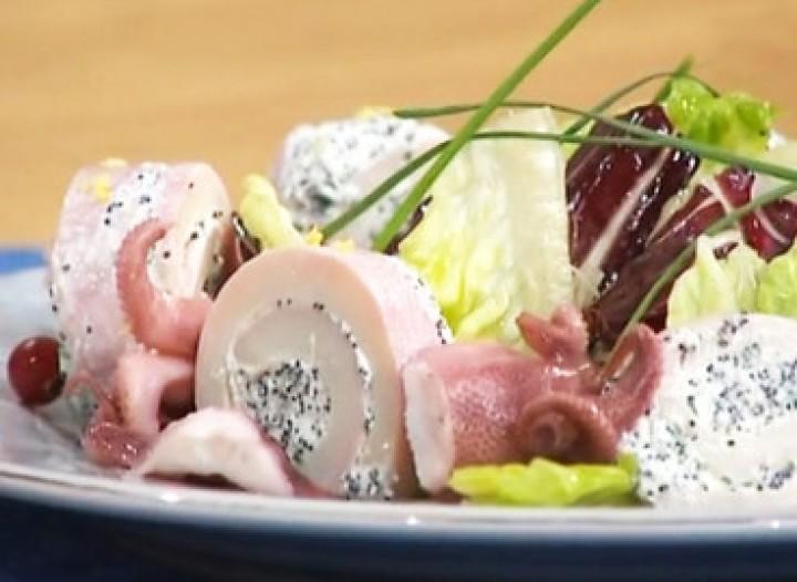 Салат с рулетиками из кальмаров