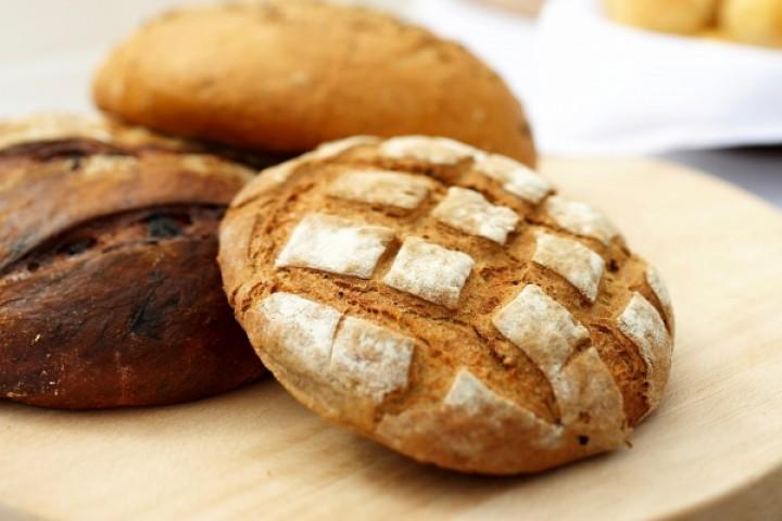 Домашній пшеничний хліб з гірчичним маслом