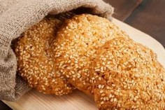 Biscuits with poppy and sesame seeds