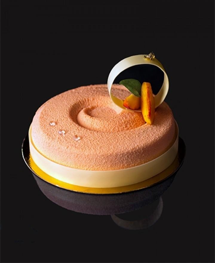 Торт «Персик-клубника-карамель»